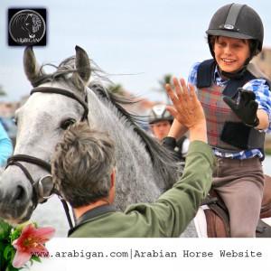 niños y caballos árabes
