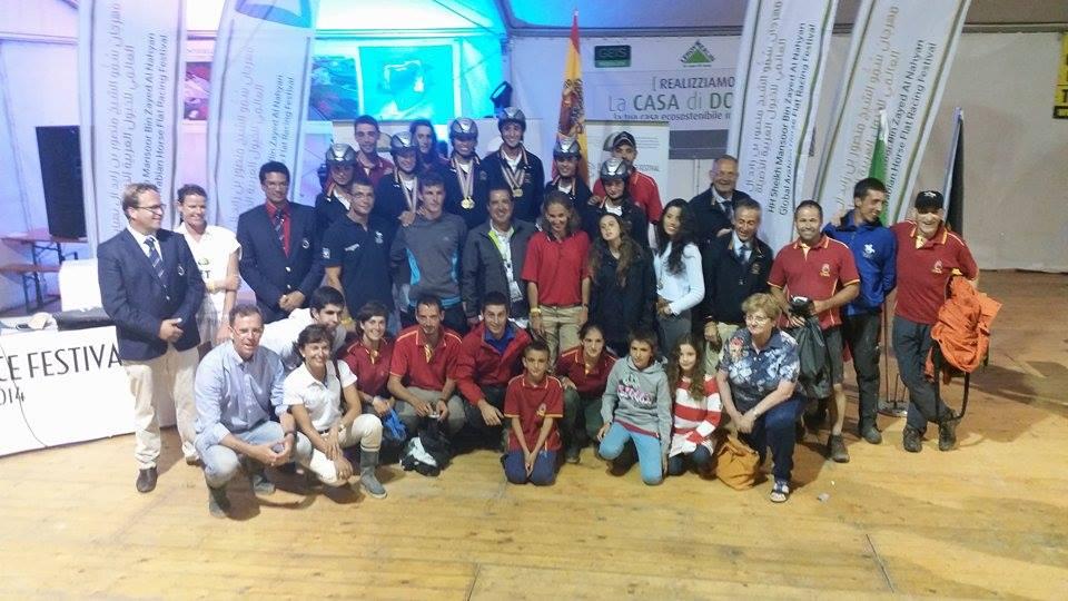 Grupo de españoles en el Campeonato de Europa